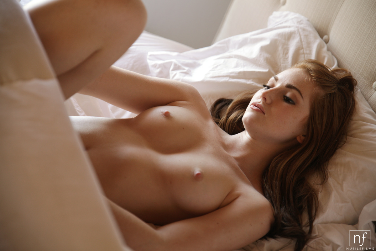 Утренняя дрочка в постели
