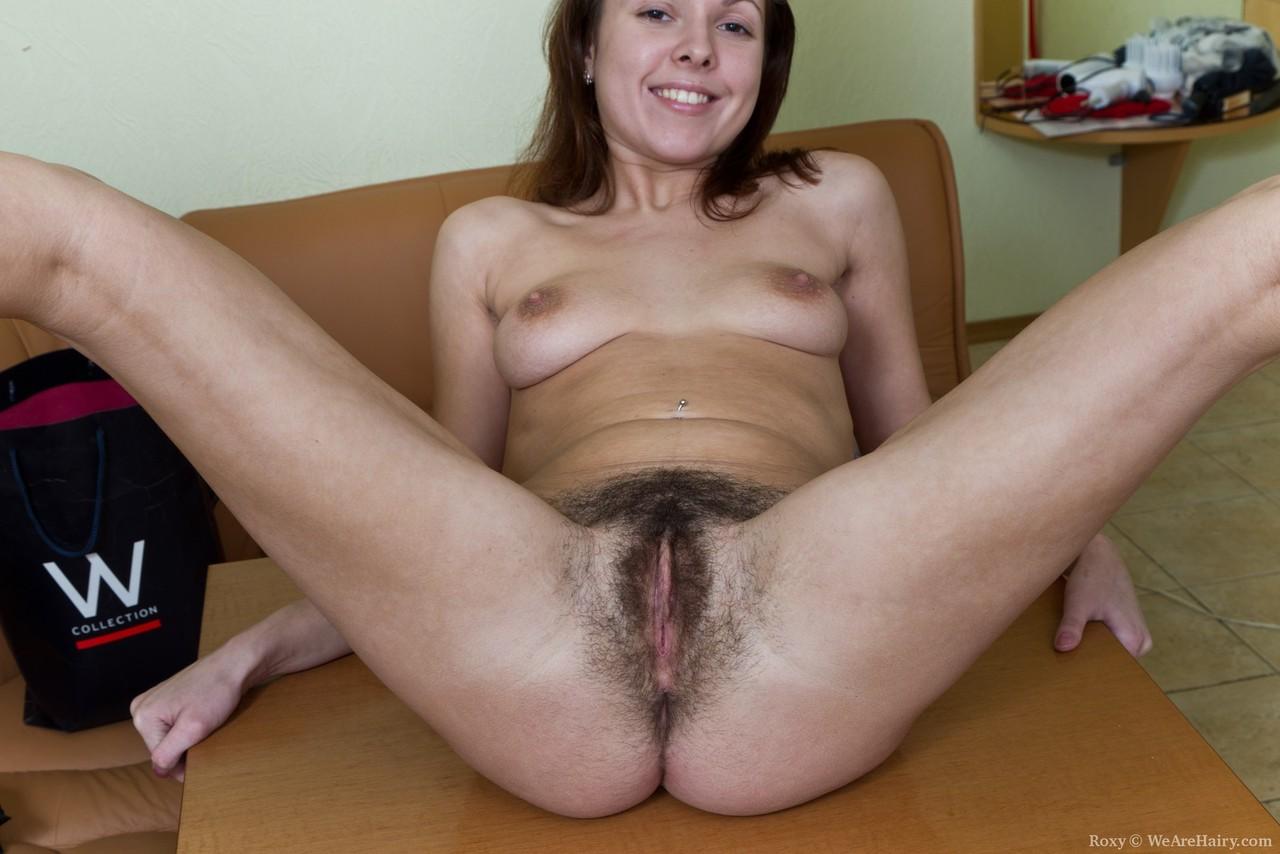 Женщина за 30 чувственно мастурбирует