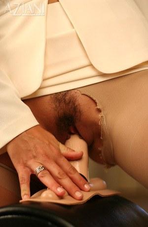 Женский оргазм на мощном мастурбаторе